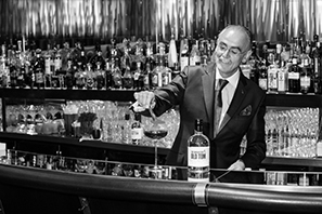 Giuliano_Morandin_making_the_Martinez_with_The_Dorchester_Old_Tom_Gin__low_res__B_Wklein.jpg